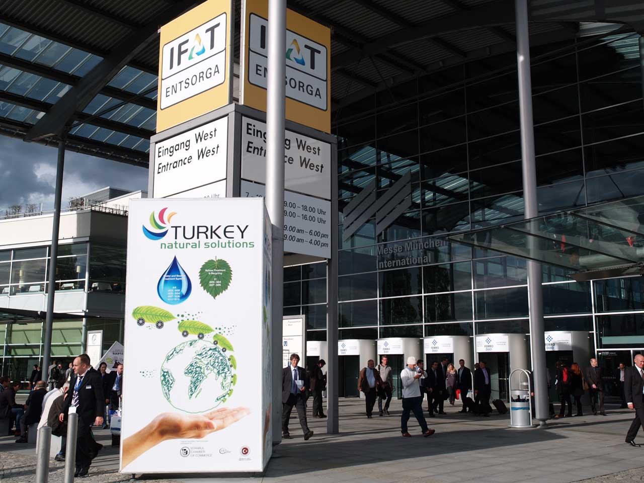 IFAT2012のメインゲート。「トルコ・自然による解決」の立看板が見える。IFATは毎回このミュンヘン新メッセ会場で開催されている、2010.05.09. © Matsuda Masahiro