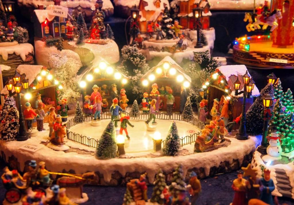 出店で売られている各種のクリスマス飾り、カールスルーエ © Matsuda Masahiro