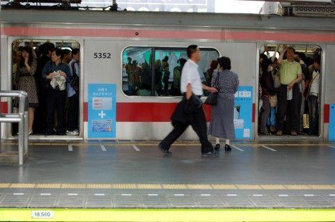 通勤ラッシュ時でも座れる電車に思う。そもそも乗らなきゃいいじゃん!