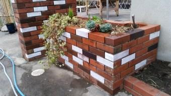 DIY!ちょっとイカしてない昭和的レンガの垣根と外壁をリノベーション。