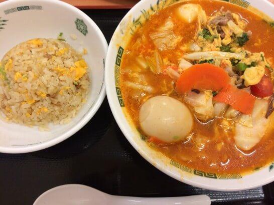 日高屋のトマト酸辣湯麺と半チャーハン