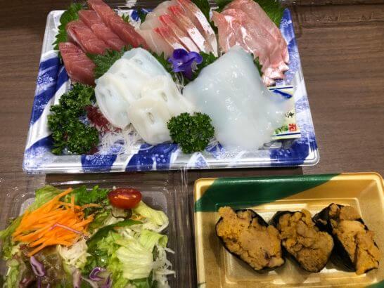 刺し身、サラダ、ウニの鮨