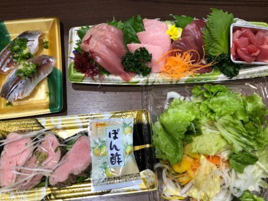 刺し身、ローストポーク、サラダ、寿司