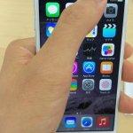 iPhone6は片手で画面逆上に届く光景
