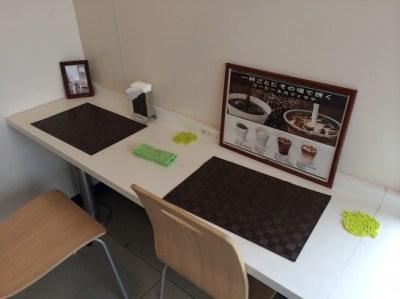 ファミリーマートのカフェスペース