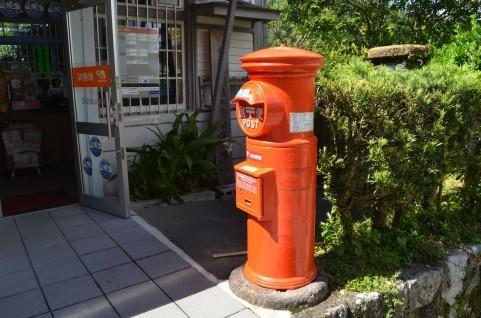 郵便局のポスト