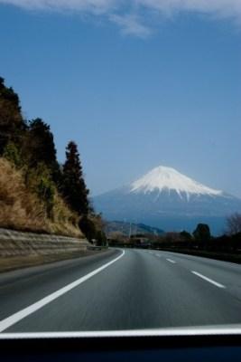 富士山が見える高速道路
