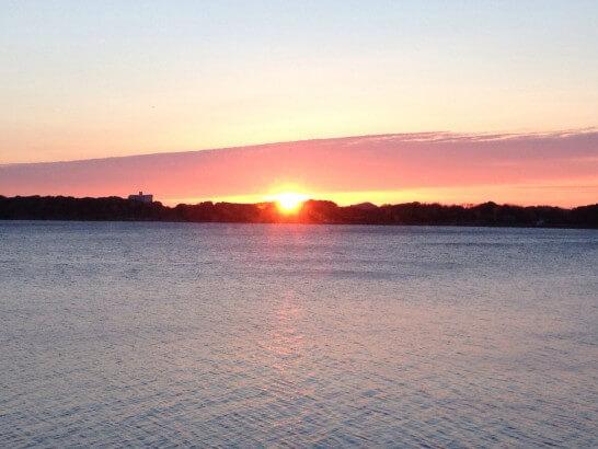 海岸の朝日