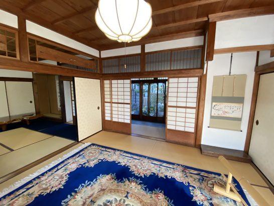 アメックス京都特別観光ラウンジの手前の部屋からラウンジ入り口方面