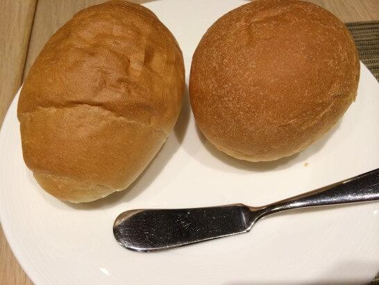 フライヤーズテーブルのパン