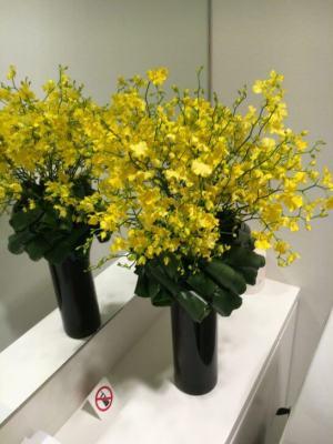 ダイナースクラブ 銀座ラウンジのトイレの装花(2016年5月)