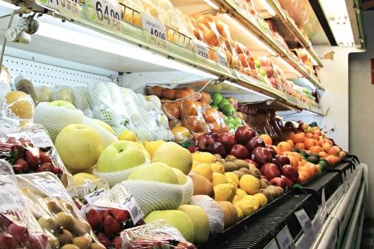 スーパーの果物コーナー