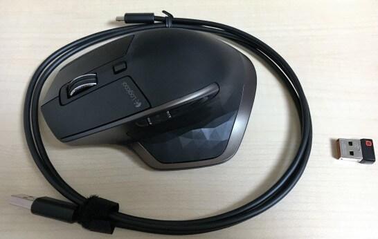 MX Master MX2000と充電ケーブル