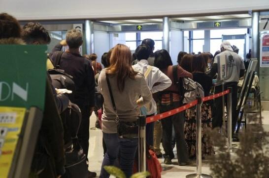 空港の荷物検査場