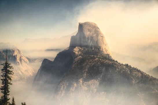 海外の雄大な山