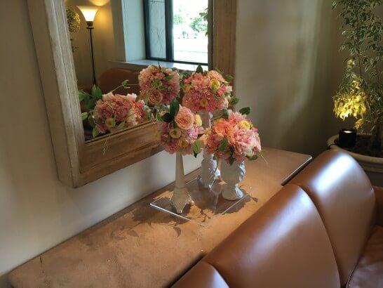 ホテルオークラ東京ベイの窓際の花