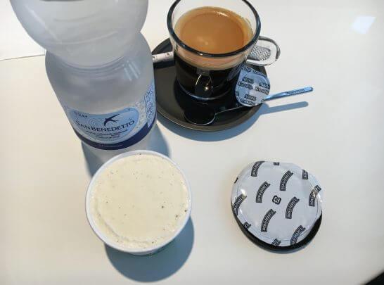 ダイナースクラブ 銀座ラウンジのコーヒー・水・アイス