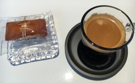 ダイナースクラブ 銀座ラウンジの和光のフィナンシェとコーヒー