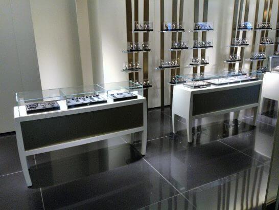 アルマーニ銀座店