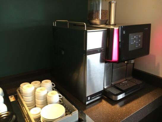 サクララウンジ(羽田空港)のコーヒーマシン