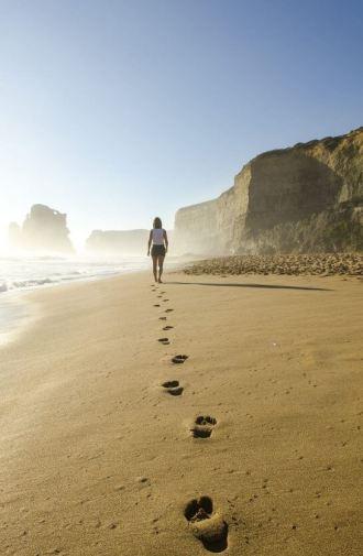 海岸の足跡