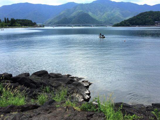 富士山の麓の湖