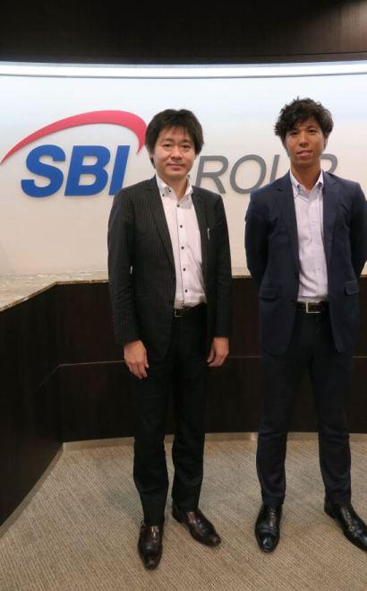 SBI証券 商品開発部 杉本部長、稲葉さん (SBI証券の入口)