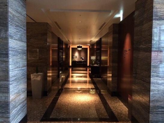 高級リゾートホテルの廊下