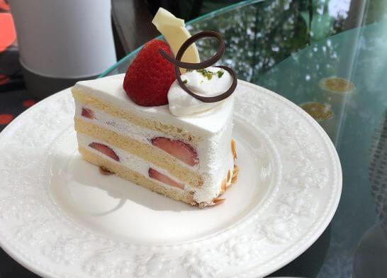 ウェスティンホテル大阪のロビーラウンジのショートケーキのアップ