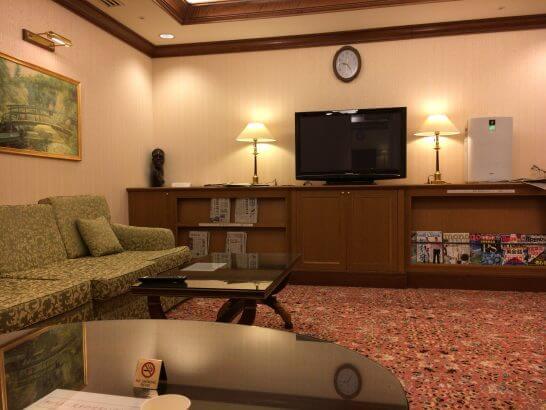 リーガロイヤルホテル東京のヘルスクラブの休憩スペース(テレビ・雑誌・新聞)