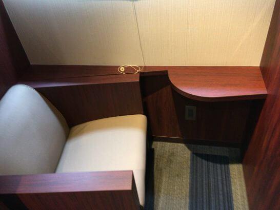 伊丹空港のラウンジオーサカの個室風の席