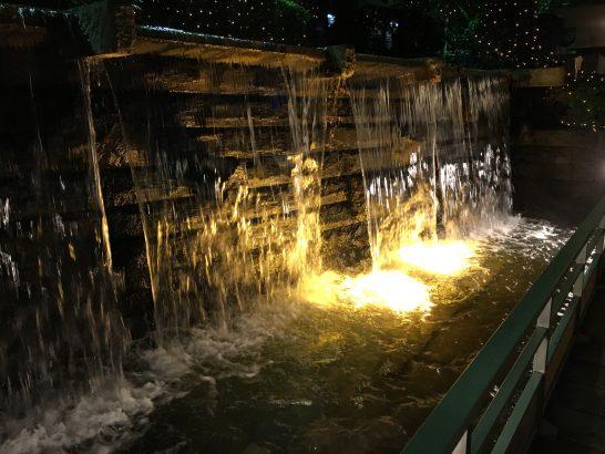 ホテルグランドパレスの滝