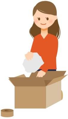 郵送物をつめる女性のイラスト