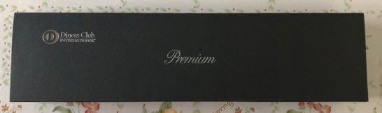 ダイナースプレミアムの誕生日プレゼントの箱(横長)