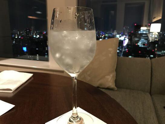 セントレジスホテル大阪の部屋で飲む氷水