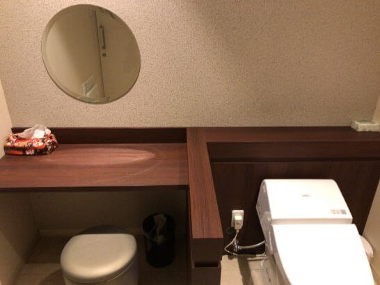 京都ホテル ウエルカムラウンジのトイレ(化粧直し)