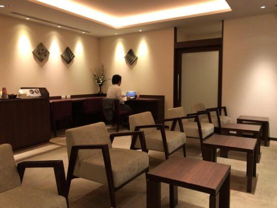 京都ホテル ウエルカムラウンジのカウンター席