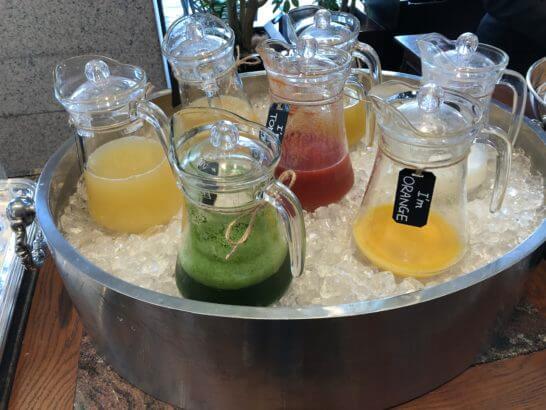 セントレジスホテル大阪の朝食(フレッシュジュース)