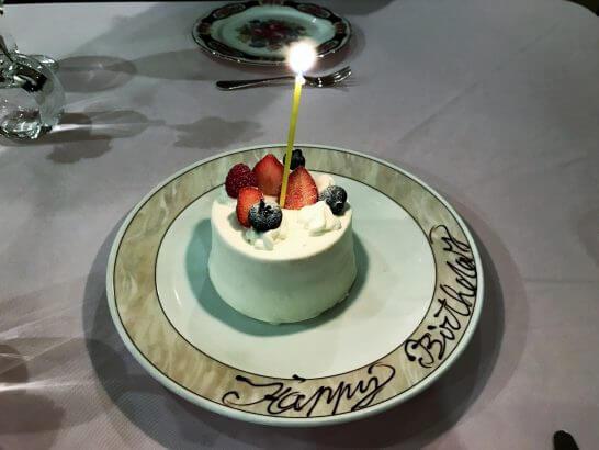 マーヴェラス パラディ白金のデザート(誕生日のホールケーキ)