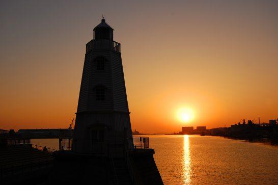 夕暮れの旧堺港燈台