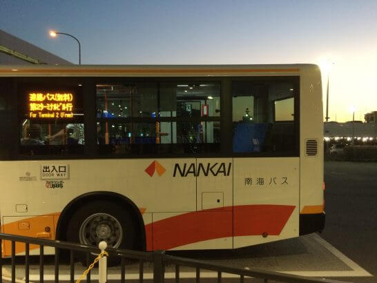Peachの搭乗口に向かうバス
