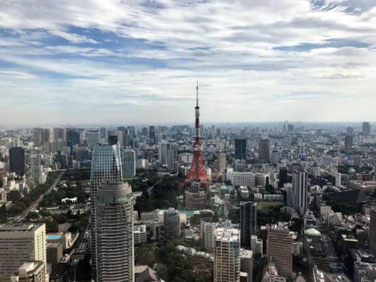 アンダーズ東京のTOKYOスタジオの窓からの景色(昼)