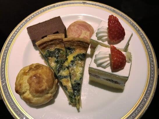 東京マリオットホテルのエグゼクティブラウンジのティータイムの食事