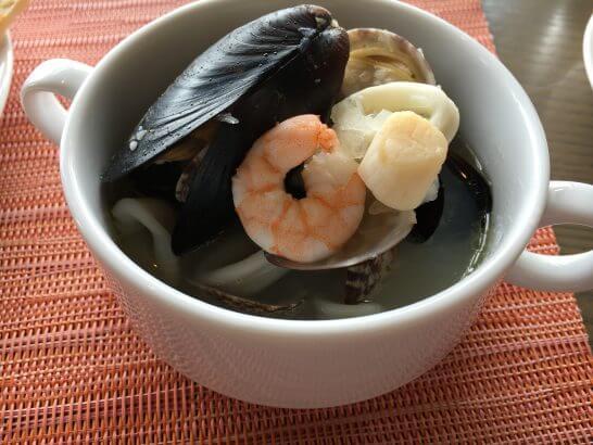 ヒルトン小田原のブラッセリーフローラのランチ (ムール貝・イカ・エビ等の海鮮料理)