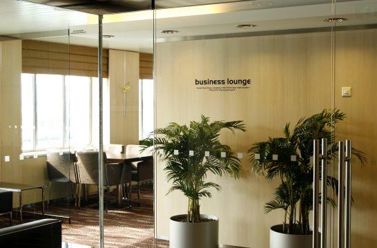 ビジネスクラスの空港ラウンジ (2)