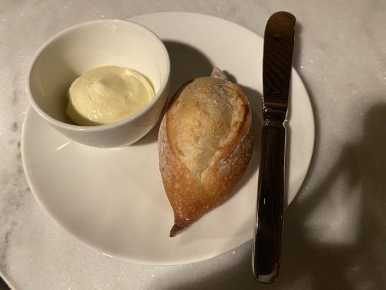 東京エディション虎ノ門のレストラン(ブルールーム)のパン