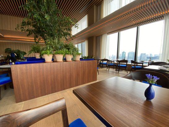 東京エディション虎ノ門のレストラン「THE BLUE ROOM」(朝食の時間帯)