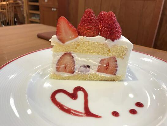 グランデュオの食事(ダッキーダックのケーキ)