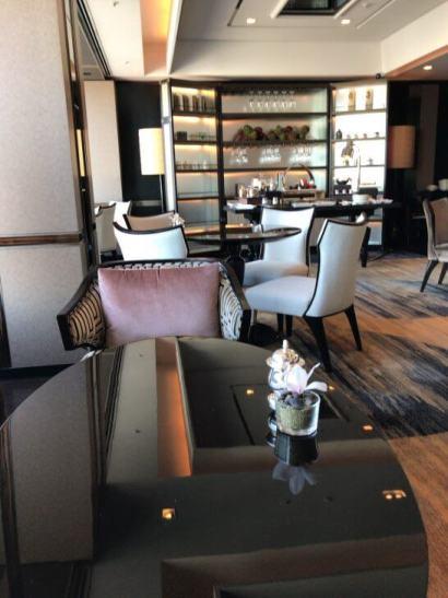 シャングリラ・ホテル東京のホライゾンクラブ ラウンジの席