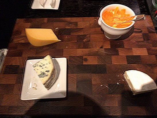 シャングリ・ラ ホテル 東京のホライゾンクラブラウンジのチーズ